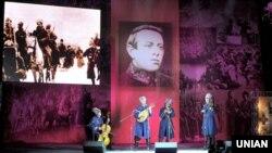 Музиканти грають на урочистому вечорі з нагоди 130-річчя від дня народження голови Директорії, головного отамана військ УНР Симона Петлюри. Київ, 27 травня 2009 року
