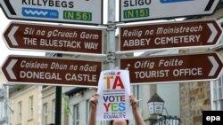В Ирландском городе Донегол плакат в поддержку однополых браков, 21 мая 2015 года