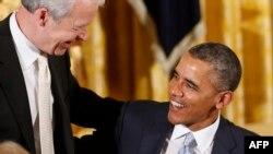 الرئيس الأميركي باراك أوباما مع القس جويل هنتر
