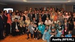 Татарстан президенты Австралиядә булганда Аделаидада яшәүче татарлар белән бергәләп төшкән сурәт. Сентябрь 2011