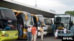 Алматыдан қалааралық бағытта жолаушы тасымалдайтын автобустар. 25 шілде 2008 жыл.