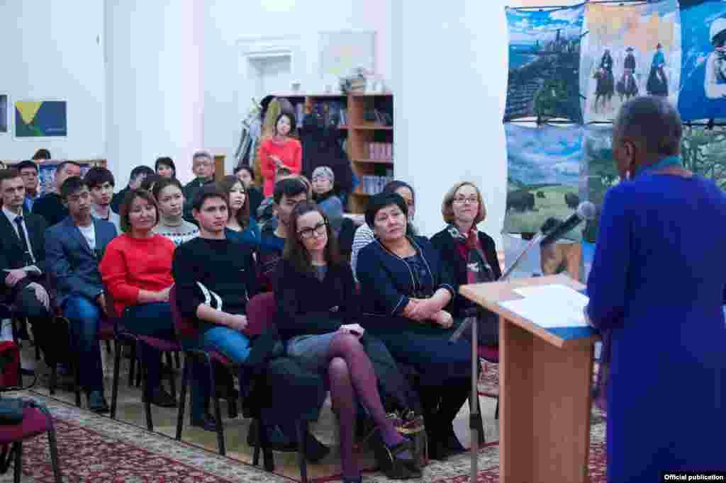 Посол США в Кыргызстане Памела Спратлен выступила перед участниками церемонии с речью.