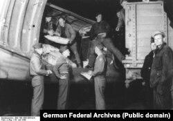 Воздушный мост. Загрузка транспортного самолета. 26 июля 1949