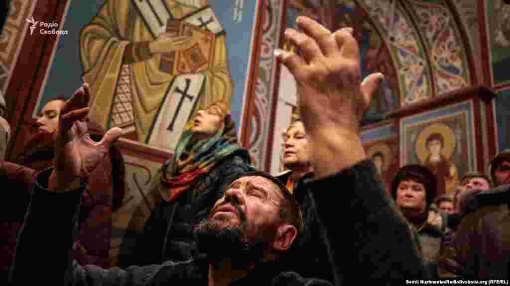 16 декабря митрополит Епифаний провел первую литургию на посту предстоятеля автокефальной Православной церкви Украины.