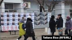 Alegători și afișe la Bălți. 24 februarie 2019
