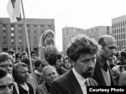 Зянон Пазьняк І Сяргей Навумчык на мітынгу супраць ГКЧП, жнівень 1991