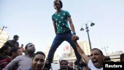 Янги намойишлар Мурсий тарафидаги Мусулмонлар Биродарлиги ҳаракати учун синов бўлади, демоқда кузатувчилар.