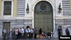 În faţa unei filiale a Băncii Naţionale de la Atena, 20 iulie 2015