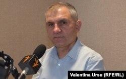 Istoricul Mihai Tașcă în studioul Europei Libere la Chișinău