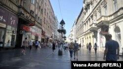 Knez Mihailova, centralna ulica u glavnom gradu Srbije, jedna od onih koja je u vreme bivše Jugoslavije 1984. godine bila popločana kamenom iz kamenoloma u Jablanici (BiH). Fotografija iz 2018.