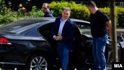 Поранешниот прмеиер Никола Груевски со личното обезбедување.