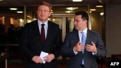 еврокомесарот за проширување Штефан Филе и македонскиот премиер Никола Груевски