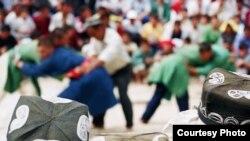 Қайга борсам бошда дўппим¸ Ғоз юрарман гердайиб¸ деган сатрлар бугун кўпчилик ўзбек учун ҳазин мутойиба воситасига айланди.