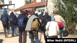 Sa izbeglicama na putu iz Miratovca ka Preševu