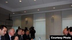 ერიკ რუბინისა და ოპოზიციის წარმომადგენლების შეხვედრა აშშ-ის საელჩოში