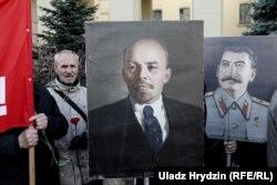 Нынешние сторонники коммунистов носят на своих акциях портреты Ленина и Сталина. Но вожди были не всегда согласны друг с другом