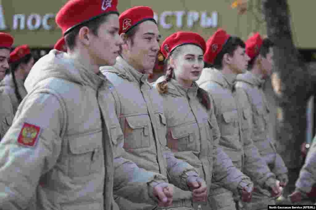 Наряду с представителями кубанского казачества, участниками праздничного шествия стали учащиеся кадетских классов, а также юнармейцы Сочи