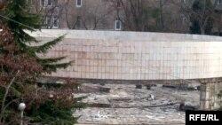 Abidənin yerləşdiyi yerdə nəyin inşa olunduğu hələ ki məlum deyil