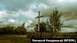Крыж. Вёска Вардамічы, Менская вобласьць, Вілейскі раён. Аўтар Валеры Кандрацьеў.
