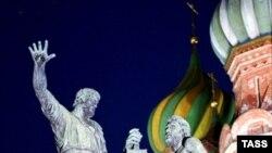 Памятник Минину и Пожарскому работы скульптора Ивана Мартоса, установленный на Красной площади еще в XIX веке, за все это время ни разу не реставрировался
