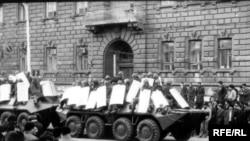 Советские танки на улицах Баку во время подавления протестов 19 и 20 января 1990 года.