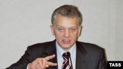 Ведомство Виктора Христенко решило поднять российский автопром.