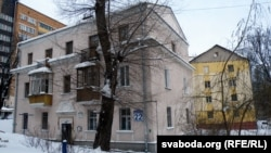 Дом па Раманаўскай Слабадзе, 22 у плямах чыноўнікаў — пад плямай перабудовы.