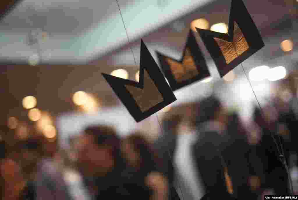 «Ночь в музее» включала специальную программу, интерактивные экскурсии со звездами, арт-классы от известных художников, скульпторов, более 20 видов мастер-классов, «Ночь Битиг», «Квесты в музее», шоу-программу с участием звезд, выступления манасчи, инсталляции, национальные игры и конкурсы, призы от спонсоров и многое другое.