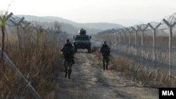 Војници на граничниот премин Идомени меѓу Македонија и Грција