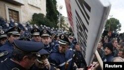 Pamje nga protestat e 21 janarit 2011, në Tiranë.
