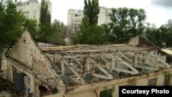 Колишні авіаційно-автомобільні майстерні Київського політехнічного інституту виглядали так іще в липні 2007 року