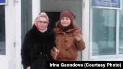 Денсаулығына байланысты түрмеден босап шыққан Ирина Геондова анасымен бірге. Алматы облысы, Жауғашты ауылы, 23 қаңтар 2019 жыл