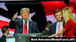 Paul Manafort sa Donaldom i Ivankom Trump 2016. godine