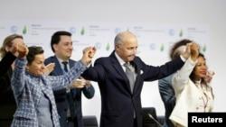 Учасники саміту в Парижі реагують на ухвалення глобального пакту щодо зміни клімату, 12 грудня 2015 року