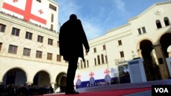 На этот раз все будет совсем по-другому, куда скромнее, так анонсировали представители «Грузинской мечты» первый выход президента Георгия Маргвелашвили на парламентскую публику. Собственно, и парламентская оппозиция никаких сенсаций не ожидала