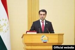Rustam Emomali, Täjigistanyň prezidentiniň ogly 17-nji aprelde ýurduň parlamentiniň ýokary palatasynyň başlyklygyna saýlandy.