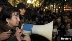 Алла Джиоева на митинге своих сторонников