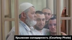 Qırımtatar faalleri Server Gaziyev, Osman Arifmemetov, Seytveli Setabdiyev ve Akim Bekirov Rostov-na-Donu Kirov rayon mahkemesinde