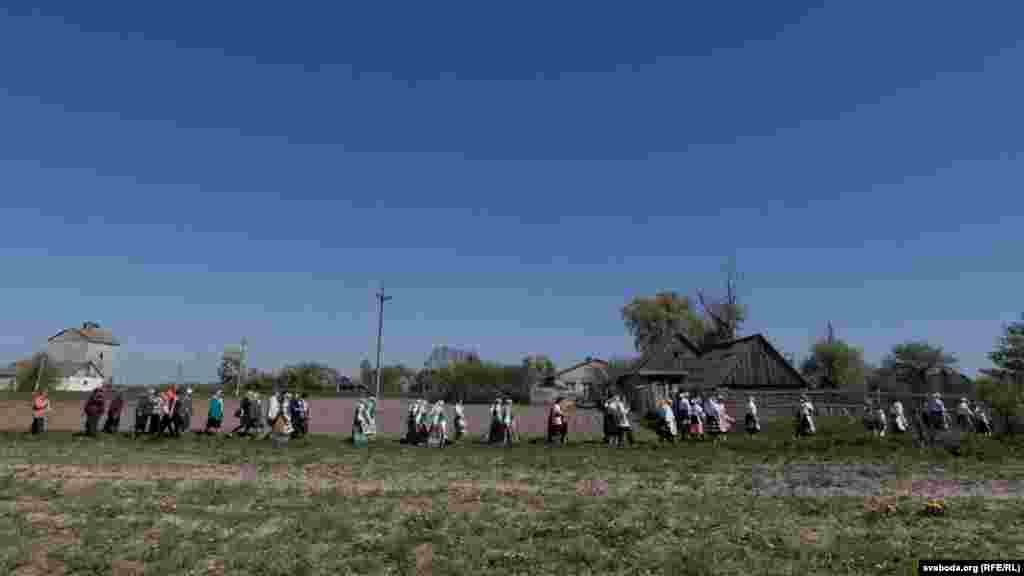 The bread is carried to a field of rye or wheat, where the dancers ask St. Yury for a good harvest.