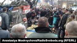 Սպանված 7 անձանց դիակներ Կիևում՝ Խրեշչատիկի բարիկադների մոտ, 20-ը փետրվարի, 2014թ․
