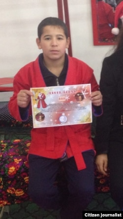 Покойный Жонибек увлекался самбо и принимал участие на различных соревнованиях.