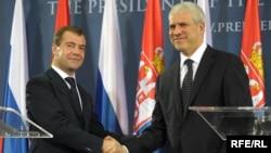 Ish Presidentët e Rusisë dhe Serbisë, Dmitry Medvedev dhe Boris Tadiq gjatë takimit në Beograd, 20 tetor 2009