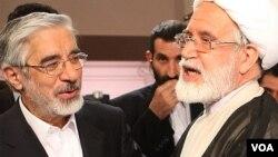 مهدی کروبی (راست) و میرحسین موسوی، رهبران جنبش سبز در سال ۱۳۸۸
