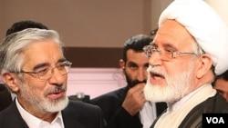 مهدی کروبی (راست) همراه با میرحسین موسوی در مناظره های انتخابات ریاست جمهوری سال ۸۸