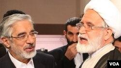 مهدی کروبی و میرحسین موسوی، از رهبران اپوزیسیون ایران چهار سال است که در