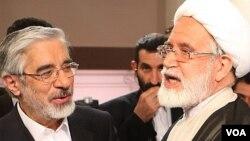 مهدی کروبی (راست) و میرحسین موسوی.