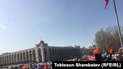 Митинг сторонников Садыра Жапарова в центре Бишкека, 2 марта 2020 года.