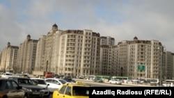 Heydər Əliyev prospektinin sağında, illərdir tikintisi gedən yeni binalarda olimpiya kəndi salına bilər