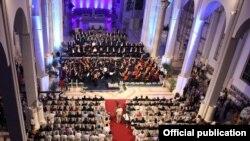 Inva Mula ishte ftuar në Kosovë në manifestimin shpirtëror kushtuar Nënës Terezë, ku këndoi premierë himnin e ri kushtuar shqiptares misionare, nobeliste të paqes.