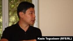 """Руслан Кожахмет, истец, экс-сотрудник """"Синопек Казахстан"""", подавший в суд на своего бывшего работодателя."""